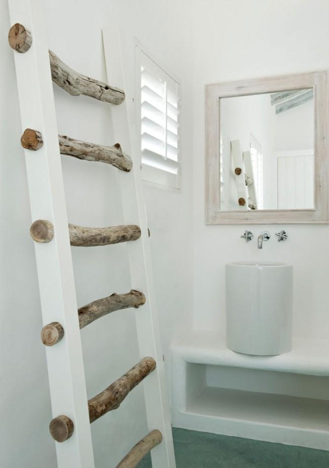 """Необычная деревянная пристенная сушилка """"лестница"""", которую оценят любители природных интерьеров"""