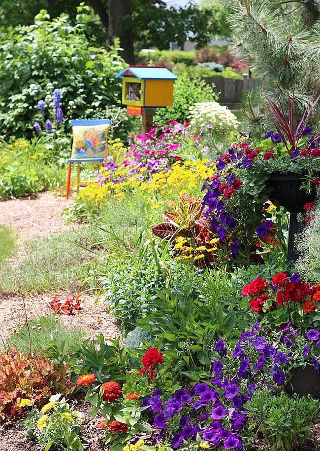 Как можно украсить двор своими руками к
