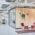 В Амстердаме построили офисы для компании Fairphone в здании старого склада с использованием вторичных материалов фото