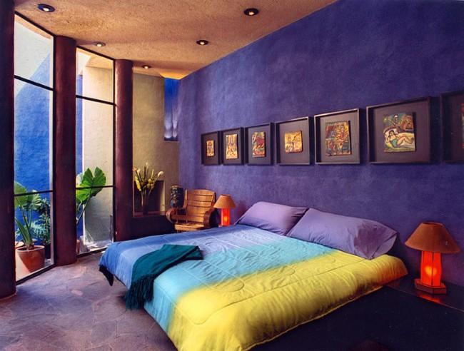 Глубокий и таинственный фиолетовый цвет создаст непередаваемую атмосферу в комнате