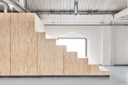 Фото 8 В Амстердаме построили офисы для компании Fairphone в здании старого склада с использованием вторичных материалов