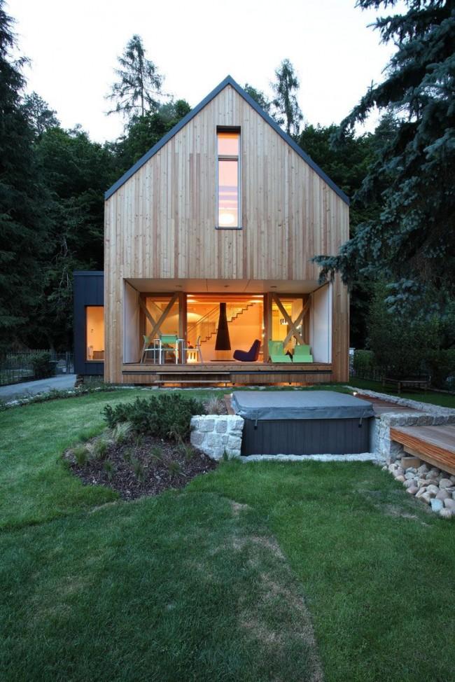Двухэтажные деревянные дома из бруса позволяют сэкономить место на участке