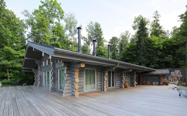 Эффектный дом из оцилиндрованного бревна