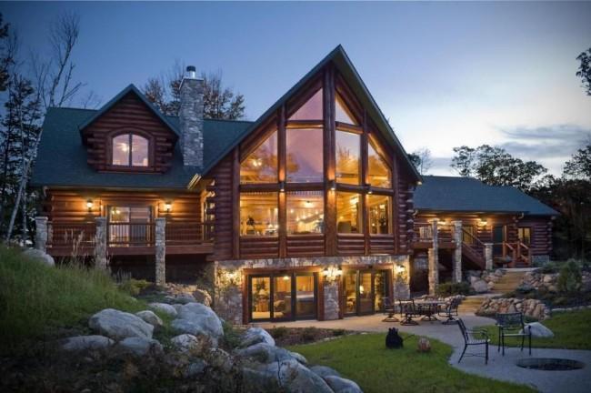 Великолепный деревянный дом с панорамными окнами