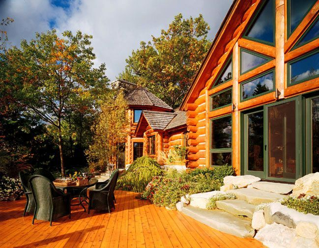 Главное достоинство таких домов – это экологичность и та особая атмосфера, которая присуща только деревянным домам