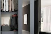 Фото 1 Раздвижные двери для гардеробной (43 фото): плюсы, минусы, виды конструкций