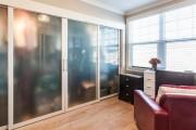 Фото 9 Раздвижные двери для гардеробной (43 фото): плюсы, минусы, виды конструкций