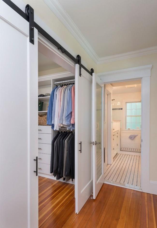 Использование двери-купе в большой гардеробной