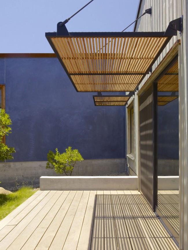 Козырек <em>сделать крыльцо для деревянного дома</em> для крыльца - главное украшение входа в здание