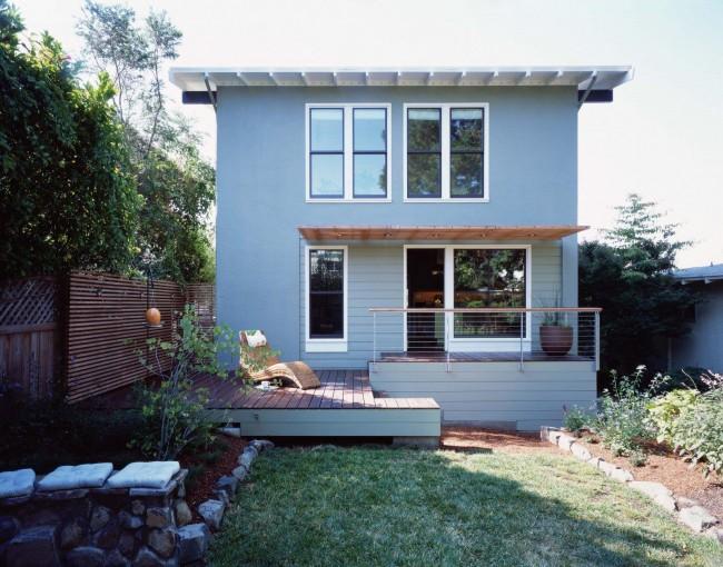При постройке козырька необходимо правильно подобрать цвет и оттенок, или же качественный контраст, форму козырька и размер