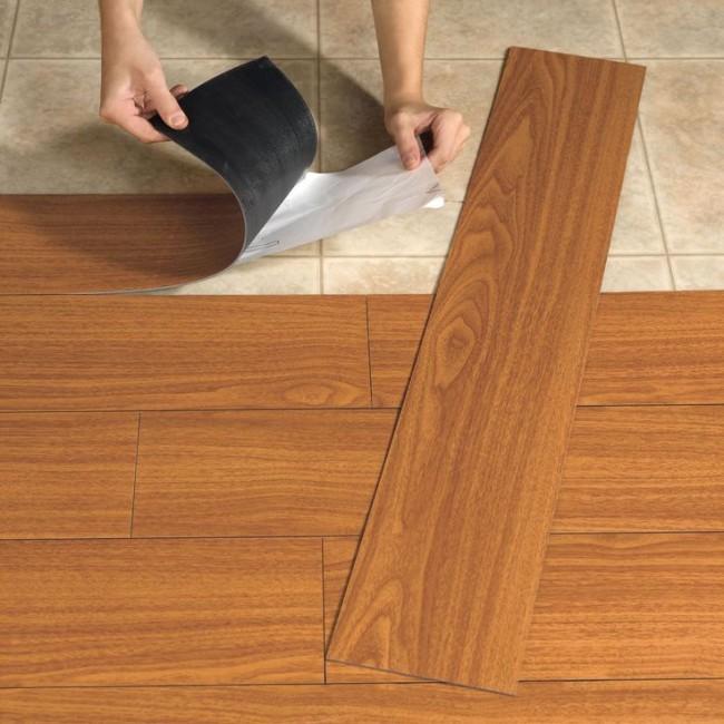 Самоклеящийся вариант кварц-виниловой плитки