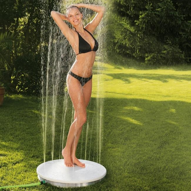 Если у вас нет возможности построить летний душ для дачи своими руками, то выходом из ситуации станет переносной летний душ с нижней подачей воды
