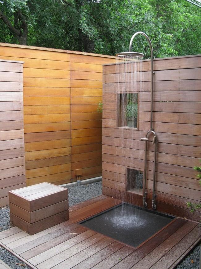Летний душ своими руками - это не только оазис в жаркий зной, но и полет вашей фантазии
