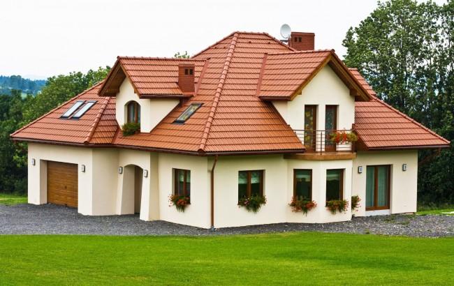 Крыша из металлочерепицы с каждым днем становится все более популярнее