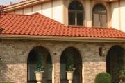 Фото 1 Крыша из металлочерепицы (56 фото): надежность, эстетичность и простота монтажа
