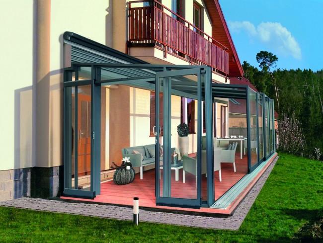 Остекленная терраса с мобильной крышей