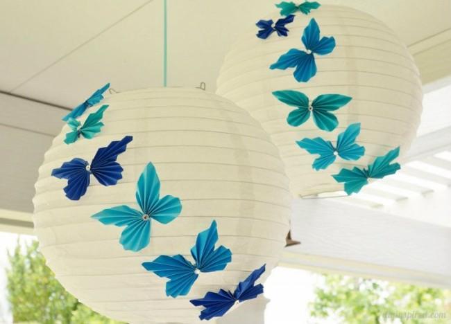 Еще одна интересная идея для плафона с бабочками