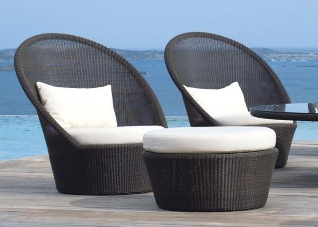 Благодаря своей водостойкости, ротанговая мебель хорошо прослужит и вблизи водоемов