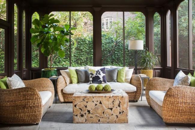 Балкон с ротанговыми диванами