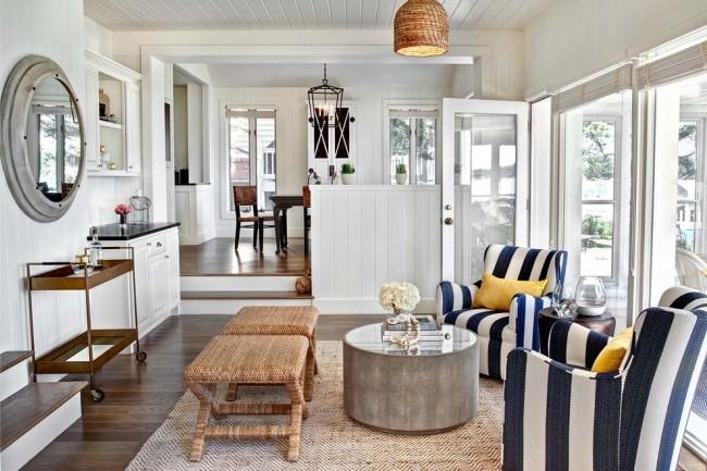 Красивый дизайн в морском стиле с ротанговой мебелью
