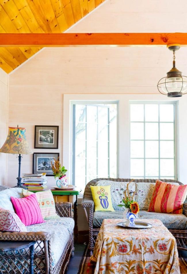 Семейная комната с плетеной мебелью