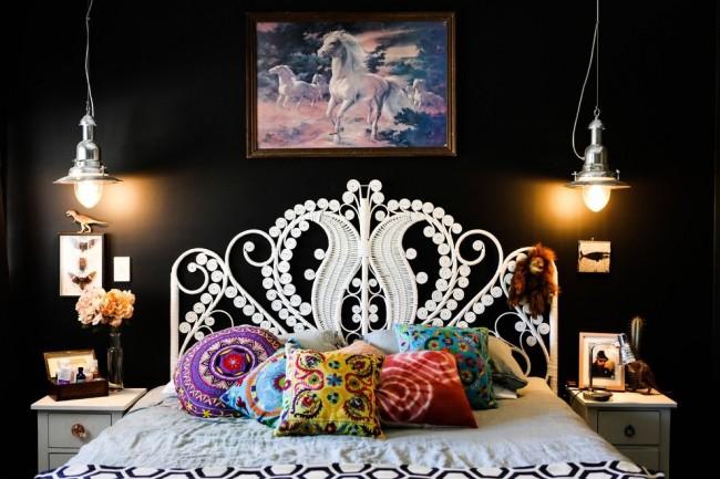 Эффектная кровать со спинкой из искусственного ротанга