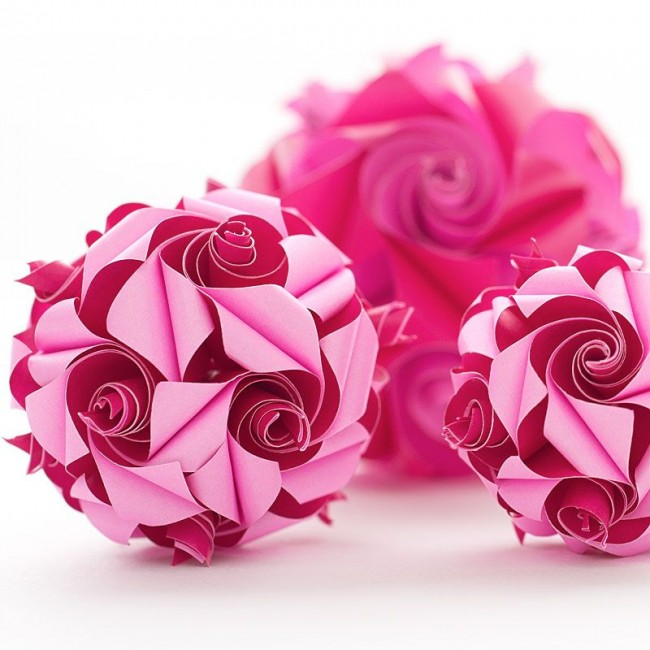 Объемная поделка, имитирующая лепестки роз