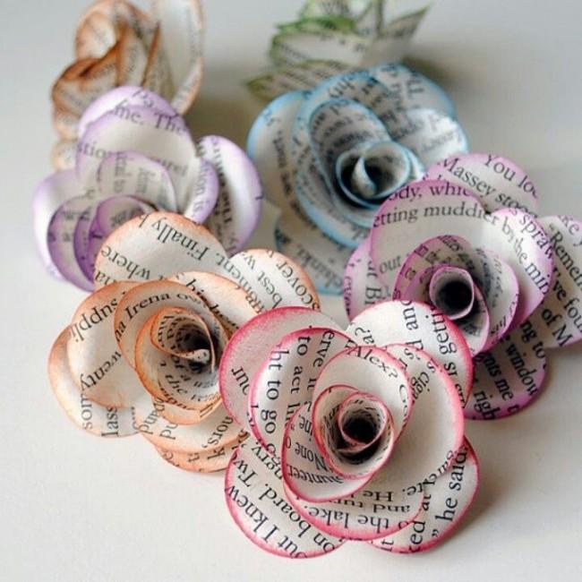 Розы из газет с эффектом омбре