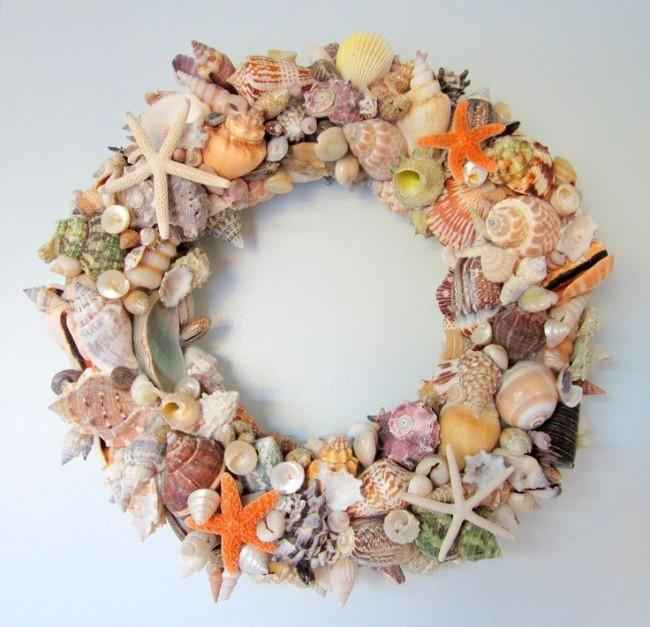 Декоративный венок из ракушек