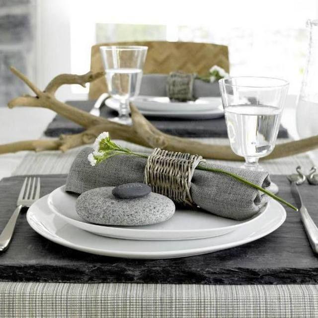 Украшение камнями в сервировке стола