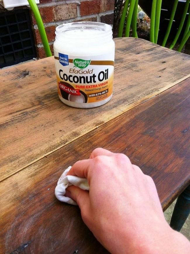 Реставрация старой мебели с помощью кокосового масла