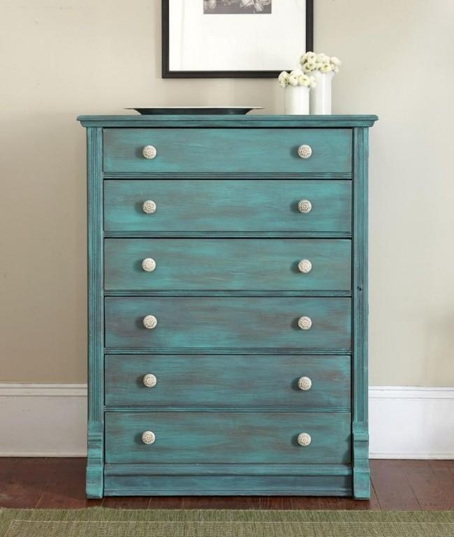 Некоторая старинная мебель может оказаться изготовленной из драгоценных пород дерева