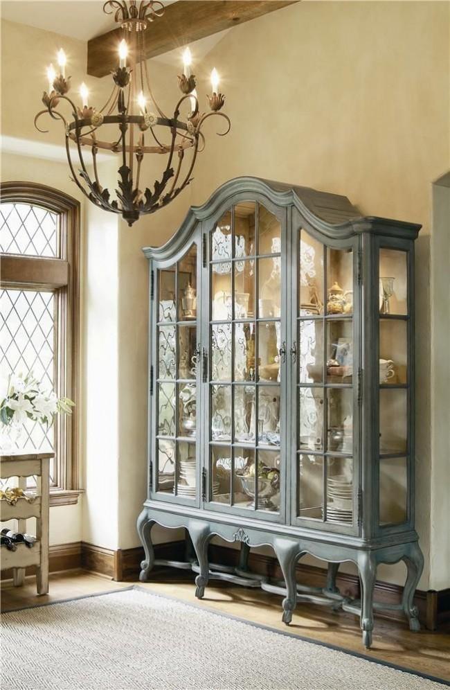 Благодаря небольшой реставрации старая добротная мебель прослужит вам еще очень долго