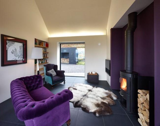 Бежевый, черный и фиолетовый - идеальное сочетание для современного интерьера гостиной