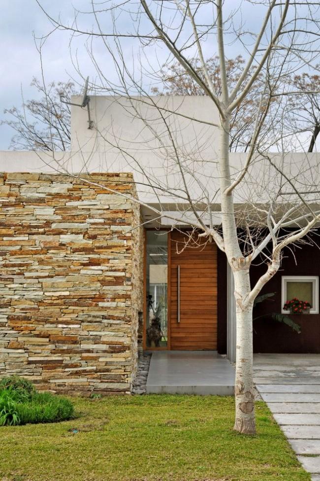 Внешний вид и уместность двери в конкретном интерьере также следует учитывать