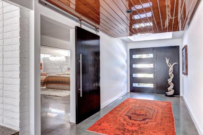 Стильная стальная дверь
