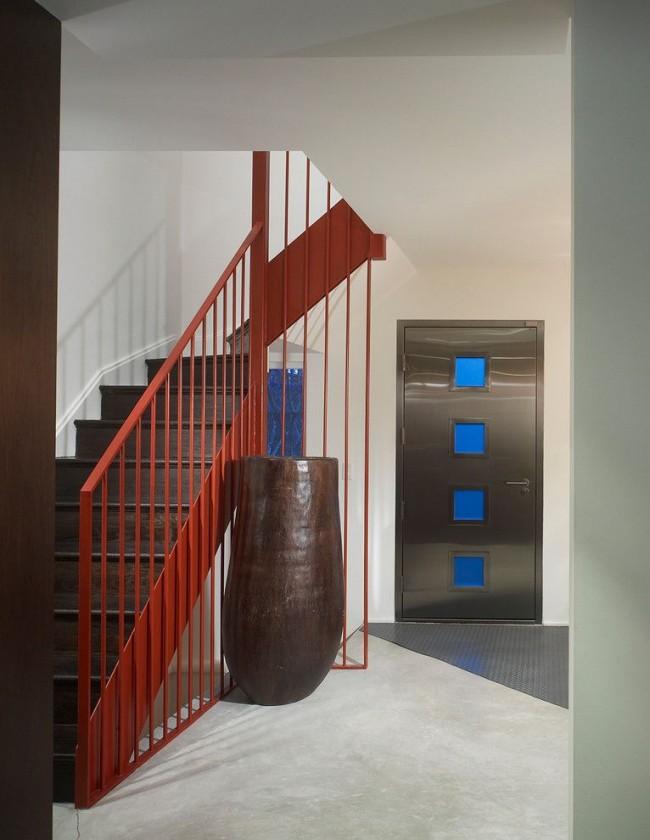 Дверь должна обладать тепло- и звукоизоляционными свойствами