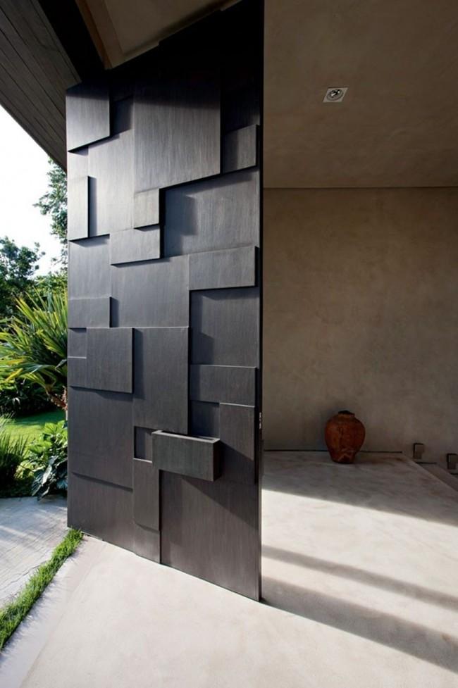 Необычная и очень стильная стальная дверь
