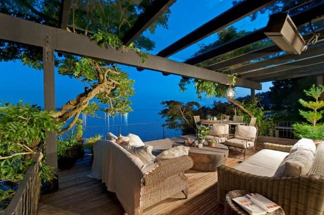 Великолепная терраса из поликарбоната с видом на море