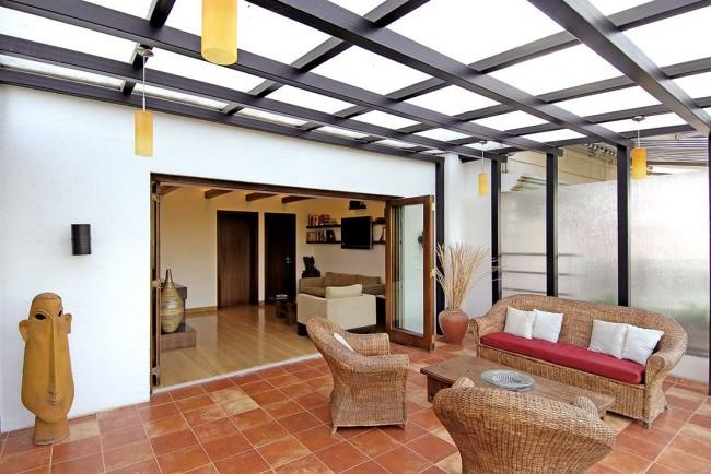 """Вариант """"терраса у дома"""" станет продолжением комнаты и удобным местом для развлечений, обедов, встреч с друзьями"""