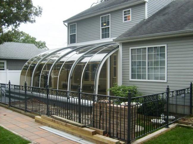 Терраса с мобильной крышей из поликарбоната