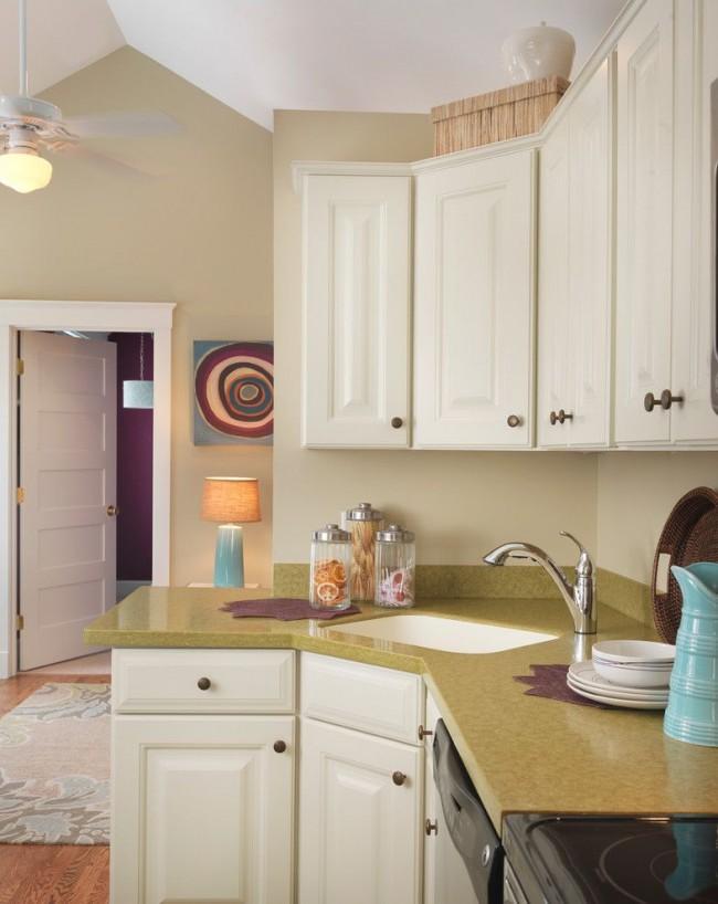 Угловые мойки идеальны для маленькой кухни. Они экономят драгоценные сантиметры рабочей поверхности.