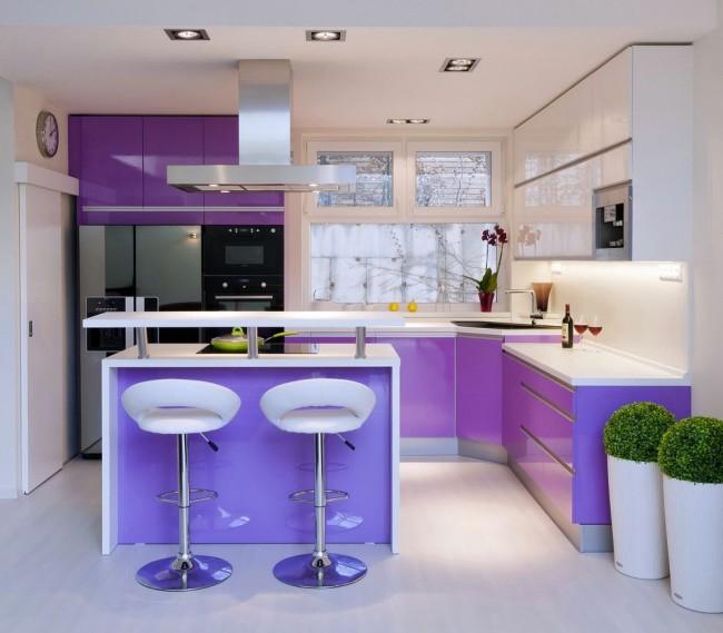 Если вы планируете поставить угловую мойку на кухне, проверьте насколько вам удобно доставать до крана и всех частей мойки