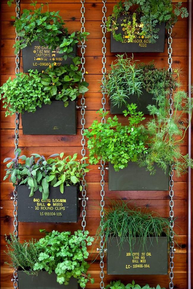 Подвесные кадки с различными травами