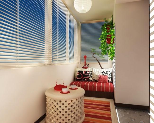 Дизайн балкона с горизонтальными жалюзи