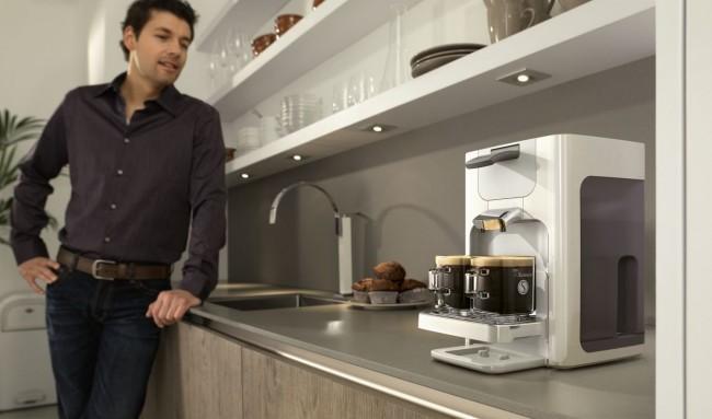 Кофемашина для дома. Комбинированные кофеварки - устройства, которые совмещают в себе и капельную, и капсульную кофемашину одновременно. Некоторая сложность в уходе за ней компенсируется широтой функционала