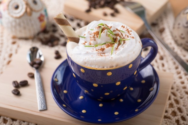 Кофемашина для дома. Ароматный капуччино с крепкой пенкой вы может смаковать не только приготовленный баристой в кафе, но и дома. Нужно только выбрать любимый вид кофе в капсулах для своей кофемашины