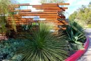 Фото 1 Деревянные заборы и ограждения для дома (50 фото): эффектная защита участка