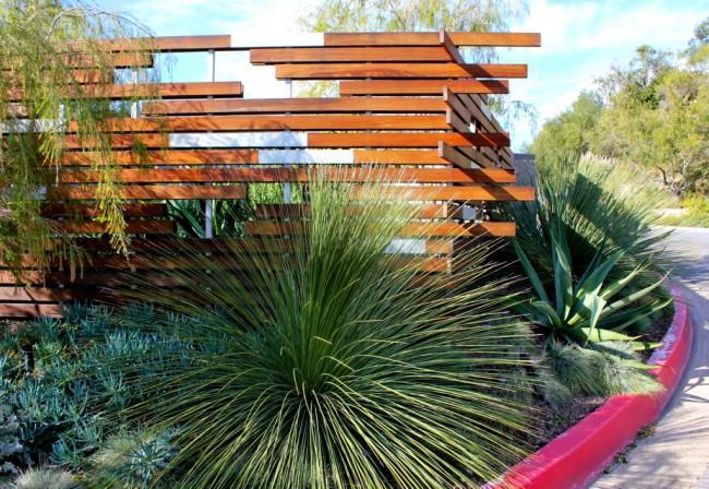 Создавая забор, хозяин мысленно проектирует основы впечатления, которое сложится у его гостей