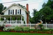 Фото 23 Деревянные заборы и ограждения для дома (50 фото): эффектная защита участка